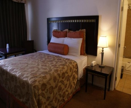 Harborview Inn and Suites - Queen Room